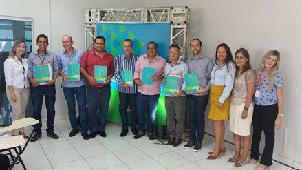 Prefeito Ronaldo Verdadeiro e Secretário de Agricultura  Tim de Castro, participaram da reunião do Sistema FIEMG em Arinos.