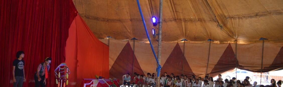 Secretaria de Educação proporciona aos alunos um dia de Diversão no Circo.