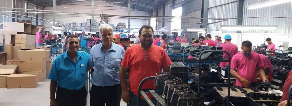Prefeito visita a Fabrica de Calçados em Urucuia.