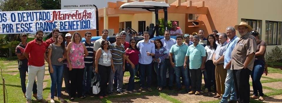 Prefeitura de Uruana de Minas recebe a doação de um trator e 300.000,00 para aquisição de veículos e equipamentos hospitalares, pelo Deputado Federal Marcelo Aro.