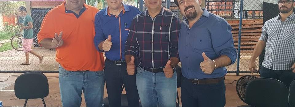 Prefeito Municipal participar de uma reunião com autoridades políticas no Município de Riachinho.