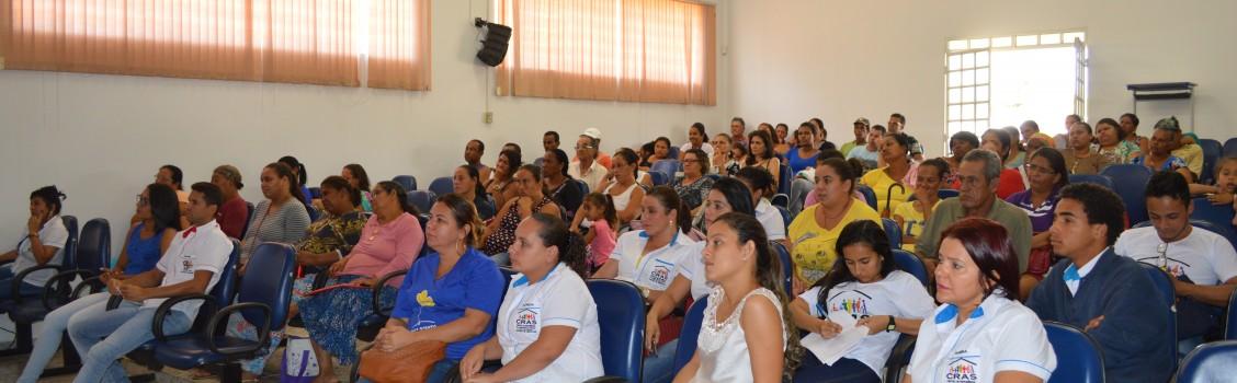 A Secretária de Assistência Social  Gislene Mota, realiza uma Assembléia para população uruanense, onde falaram sobre os trabalhos desenvolvidos pela sua secretaria.