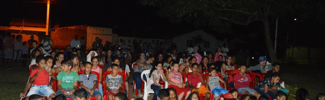 Projeto Cinema na Praça leva lazer e cultura à população Uruanense.