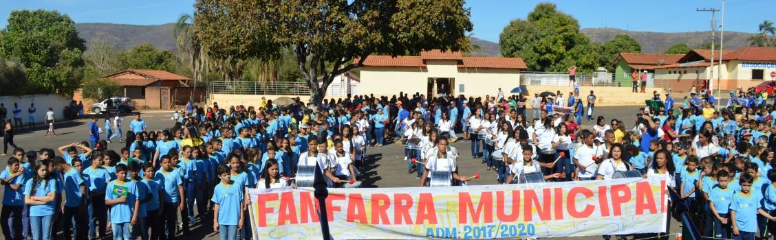 Desfiles do 7 de setembro, em Uruana de Minas resgatando a Fanfarra Municipal.