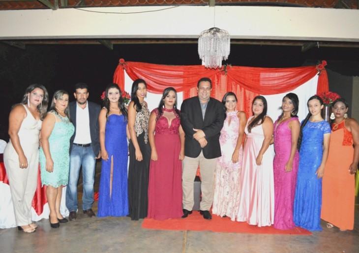 Prefeito e Presidente da Câmara Municipal participam como padrinhos em formatura do curso Normal Médio.