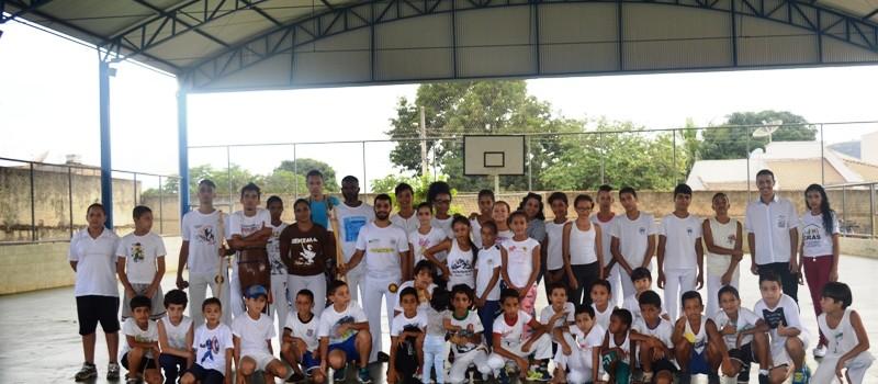 Alunos de Capoeira do CRAS, se apresenta em Unaí, na Semana da Consciência Negra.