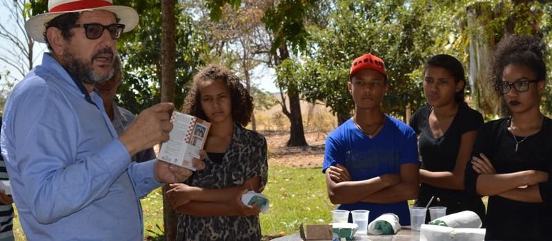A Secretaria Municipal de Cultura, realiza Projeto de Resgate da Cultura do Tingimento Natural.