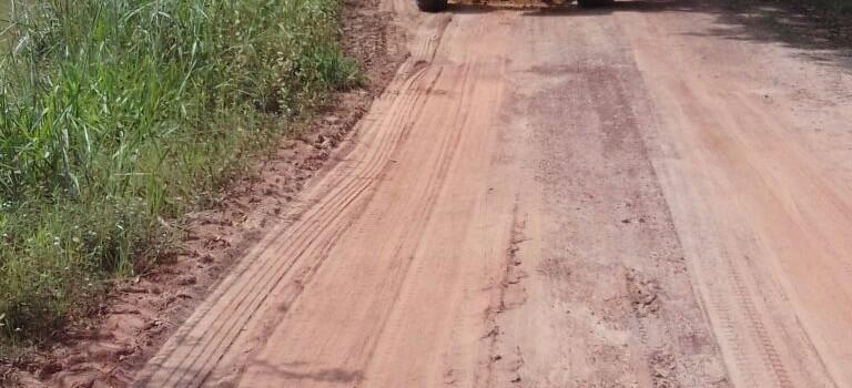 A Secretaria Municipal de Infraestrutura intensifica recuperação de estradas vicinais da zona rural do município de Uruana de Minas.